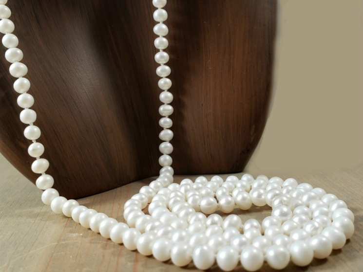 single strand pearl necklace with no clasp