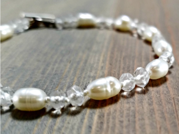 Hand Knotted White Pearl Bracelet with Quartz
