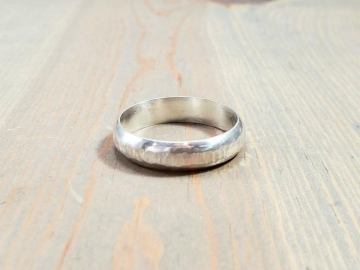 Center Hammered Ring